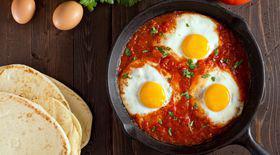 Shakshuka (ouă în sos de roșii). Gătește cu noi rețete delicioase!
