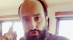 Pavel Bârsan e freelancer și colaborează cu multe teatre