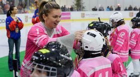 Simona Halep e patroană de echipă de hochei pe gheață. Își iubește fetițele!