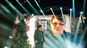 Pentru succesul primului său spectacol de Crăciun, Horia Brenciu a apelat la Fuego. Acesta i-a trimis la Sala Palatului un brad deja împodobit