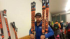 Ioan Achiriloaie, primul sportiv român calificat la JO de Iarnă 2018, își lustruiește singur schiurile