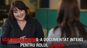 """VIDEO EXCLUSIV/Ecaterina Ladin s-a documentat intens pentru rolul Dalidei din Las Fierbinți. """"M-au inspirat mai multe secretare"""""""