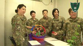 Militarii români sărbătoresc Paștele pe frontul din Afganistan. Au înroșit ouă conform tradiției