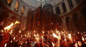 Lumina Sfântă, care anunță miracolul Învierii Mântuitorului, așteptată de milioane de creștini