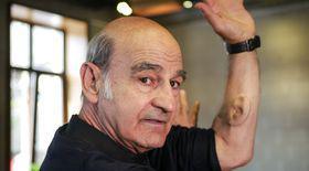 EXCLUSIV / Stelarc, artistul cu o ureche implantată în braţ: ,,Oamenii aleg să-şi modifice corpul, nu-i forţează nimeni