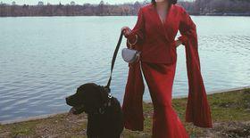 """Ana Morodan poartă numai rochii lungi și i se spune contesa. """"Îmi place, mi se potrivește"""""""
