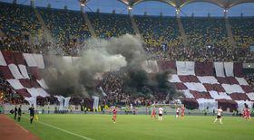 Incidente la meciul de baraj Academia Rapid - CSA Steaua. Un om de ordine, victima petardelor