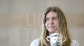 Simona Halep prezintă trofeul de la Roland Garros, la Arena Națională