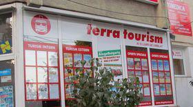 REPORTAJ/Agenția Terra Tourism lasă sute de clienți fără vacanțe. Zeci de păgubiți au depus plângeri la poliție