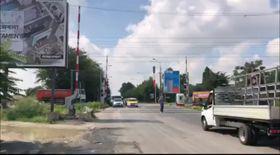 #salvatipipera/ Bariera CFR de la Petricani s-a defectat din nou. S-ar fi ridicat în momentul în care trecea un tren