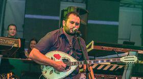 Vedetă în Grecia, Nikolaos Papadopoulos își încântă conaționalii cu muzică românească