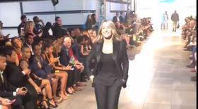 Nadia Comăneci a făcut senzație pe podium, la New York Fashion Week. Cum arată la 56 de ani
