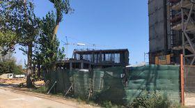 Sfârșit groaznic pentru un muncitor, în Olimp. Bărbatul a murit după ce a căzut într-un țăruș metalic.