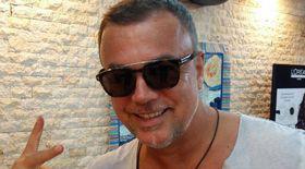 """Adrian Enache, duet cu Vali Vijelie! A """"spălat"""" maneaua adăugându-i versuri în engleză, dintr-un hit internațional"""
