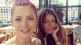 Troc în familie. Elena Gheorghe face reclamă pentru sora ei, Ana se revanșează plătind-o... cu pantofi