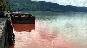 Apa Dunării devine roșie la Porțile de Fier