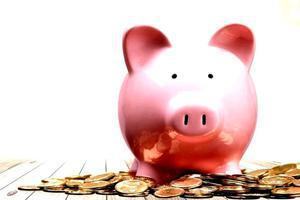 Legătura dintre bani și emoții. Ce trebuie să știi ca să pui mai mult deoparte (PUBLICITATE)