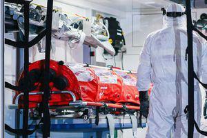 Un medic s-a infectat voluntar cu COVID 19. Ce a descoperit anulează tot ce ştim despre coronavirus