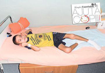 Copilul cu destinul frânt de o maşină | Ştefan Guluş, care a suferit multiple traumatisme cranio-cerebrale, are nevoie de ajutor material