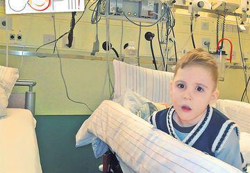 Albert, operat în Germania. Intervenţia a fost făcută de celebrul chirurg de origine română Eugen Săndică