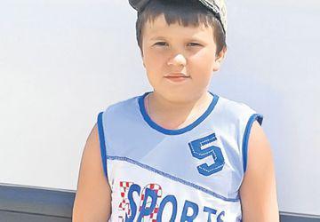 Hai să fim alături de Iulian! Băieţelul de 8 ani suferă de tumoră cerebrală