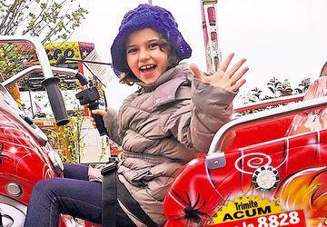 Alexia are o nouă şansă la viaţă! Fetiţa cu tumoră hepatică a făcut în Turcia chimioterapia necesară