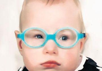 La doar 11 luni, riscă să rămână fără vedere. Singura şansă a Veronicăi vine de la o clinică din Franţa