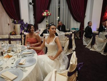 Foto   Află cum s-au distrat invitaţii la nunta lui Corneluş Dinu!