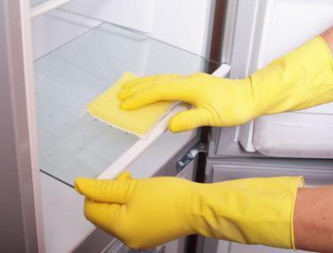 Cum se curăță frigiderul