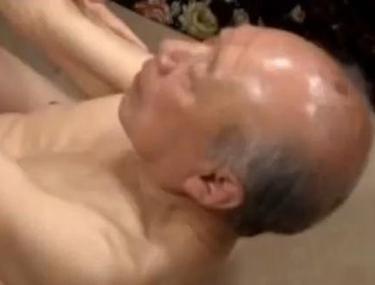 FABULOS! Are aproape 80 de ani şi joacă în filme porno. Vezi imaginile INCREDIBILE!