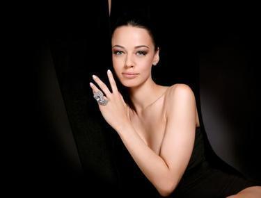 Este una dintre cele mai frumoase femei din România, însă trucurile ei de înfrumuseţare sunt la îndemâna fiecărei femei. Iată reţetele Andreei Raicu!