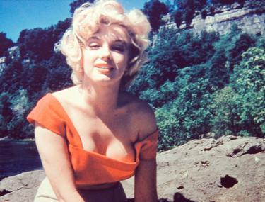Cum arătau, DE FAPT, SÂNII lui Marilyn Monroe? Intră să vezi imaginea care SPULBERĂ cel mai mare mit din toate timpurile! FOTO
