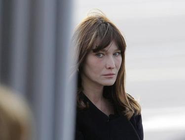 Stresul alegerilor a afectat-o pe soţia preşedintelui francez! Carla Bruni Sarkozy nu mai poate să-şi alăpteze fiica!