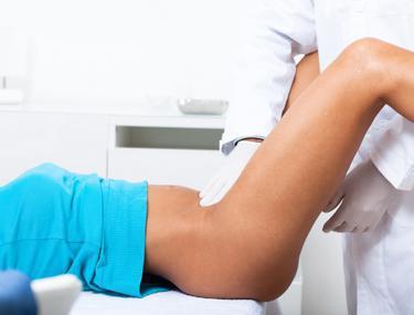 DUREROS! Ce îşi bagă unele femei în vagin, pentru a obţine plăcere!