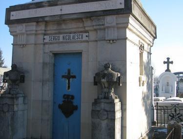Înainte să moară, Sergiu Nicolaescu a mers să aprindă lumânări la mormintele părinţilor
