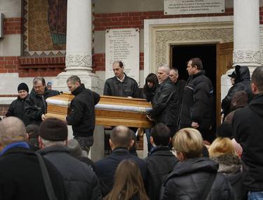 Lacrimi şi durere la înmormântarea Micăi! | FOTO