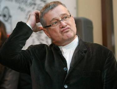 Mircea Dinescu, audiat în Dosarul Revoluției la Parchetul General