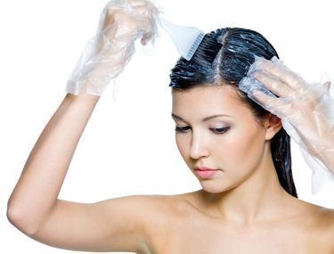 Soluții sigure să cureți petele de vopsea de păr