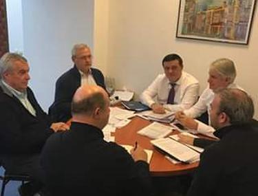 Prima imagine cu Liviu Dragnea, de la plecarea în vacanţă. Liderul PSD, la masă cu Tăriceanu, Teodorovici, Bădălău, Chiţoiu şi Vâlcov. Ce spune despre bugetul pe 2019