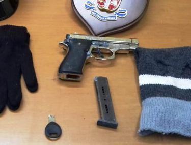 Doi români au furat o casă de marcat. Accesoriile unor hoți români din Italia