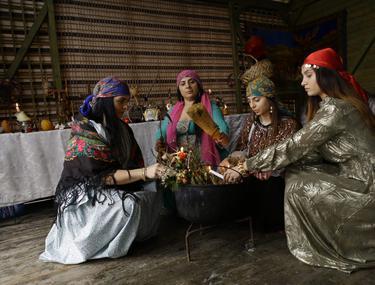 Reportaj Reuters despre vrăjitoarele din România. Cum au ajuns ritualurile să fie transmise live pe Facebook în întreaga lume