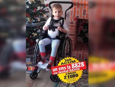 La 6 ani, David, bolnav de amiotrofie spinală, învață să meargă. Are nevoie de 10.000 de euro pentru recuperare și tratament în Italia