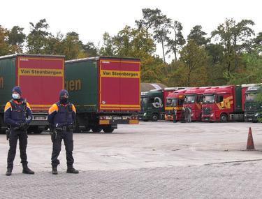 Șoferi români de TIR