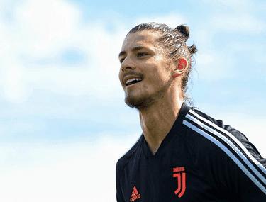 """Cum a ajuns un tânăr de 18 ani din România să joace alături de Cristiano Ronaldo: """"E ciudat să-l vezi la TV și apoi să fii cu el la antrenament"""""""