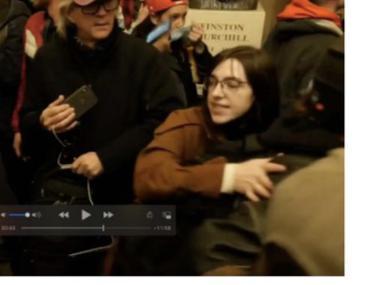 O femeie este acuzată că a vrut să vândă Rusiei laptopul furat din biroul lui Nancy Pelosi, în timpul asaltului de la Capitoliu