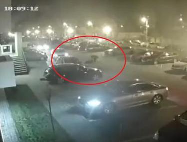 VIDEO ȘOCANT | Fostul șef adjunct al Poliției Locale din Oradea, surprins de camerele de supraveghere când își înjunghie fosta soție