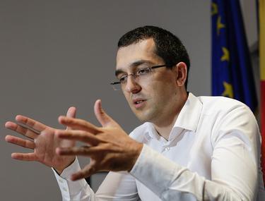 """Vlad Voiculescu, criticat că """"doinește"""" în timp ce situația devine tot mai periculoasă"""