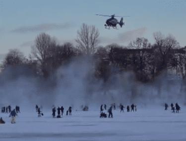 VIDEO | Părinți și copii, goniți de pe lacurile înghețate din Germania cu elicopterul Poliției