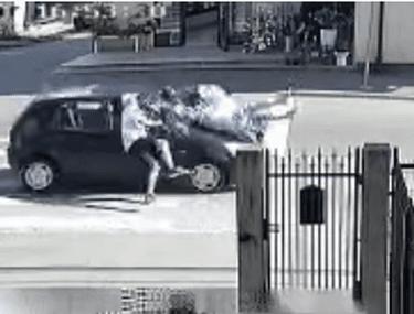 Trei persoane, lovite pe trecerea de pietoni, în Borșa. Momentul șocant, surprins de camere