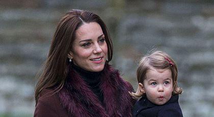 Așa ceva nu s-a mai întâmplat în nicio familie regală! La ce tehnică va apela Kate Middleton pentru a-și aduce pe lume cel de-al treilea copil